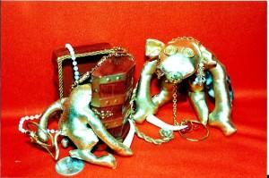 m_Lucky Gold Trunk Monkies